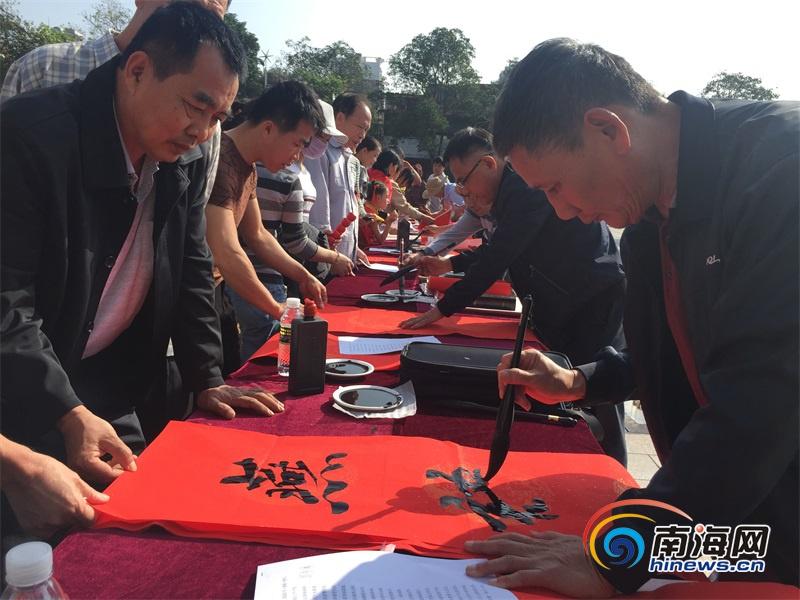"""儋州市图书馆举行""""我的中国梦""""文化进万家迎春活动 首场给群众送上600"""