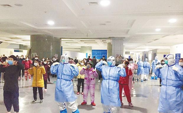 鼓励患者积极乐观,加强锻炼增强体质 儋州调声唱进武汉方舱医院